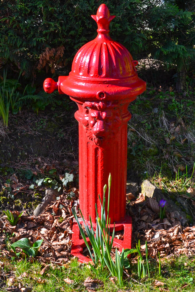 whitwell-village-red-pump
